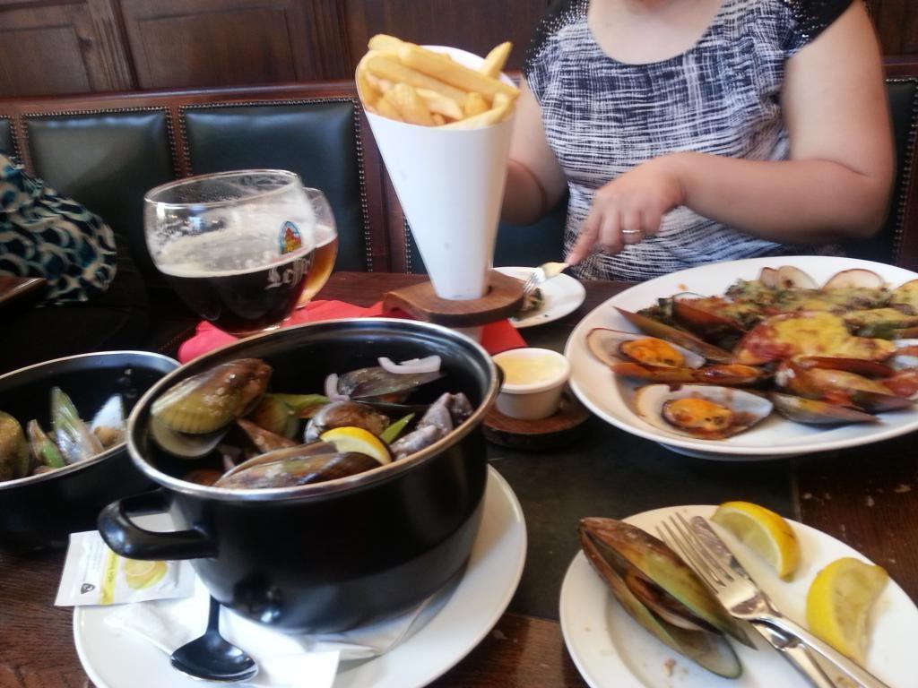 Jiang eating mussels before.jpg